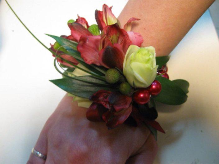 браслет из живых цветов