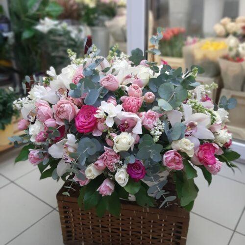 шикарная цветочная корзина